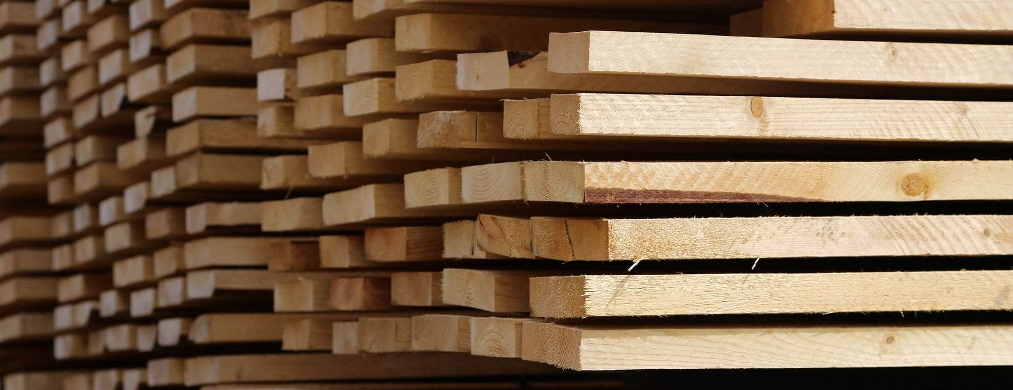 Nahaufnahme von Holzbalken